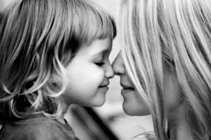мама с дочкой 300x200 Как установить эмоциональную близость со своим ребенком.