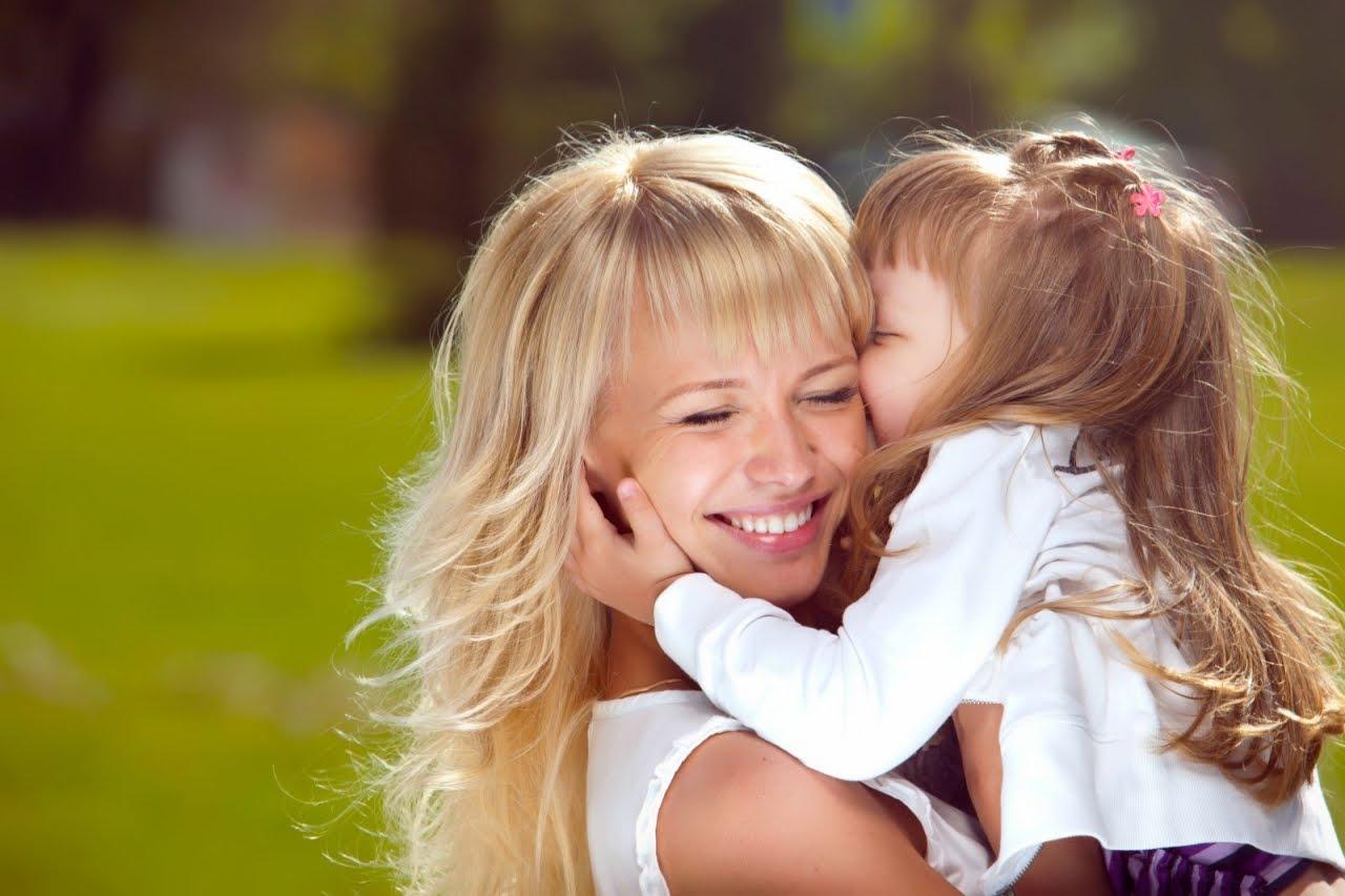 Счастливая мама с ребёнком фото