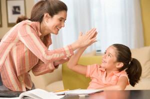 pooshchrenie rebenka 300x199 Как креативное планирование мамы помогает развивать в ребенке самостоятельность, организованность и целеустремленность?..